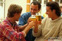 trei barbati band bere